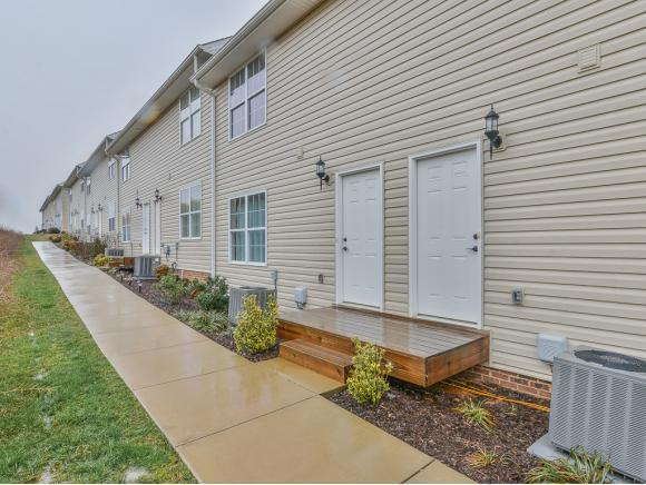 668 Grays Pointe Court #668, Johnson City, TN 37615 (MLS #416989) :: Griffin Home Group