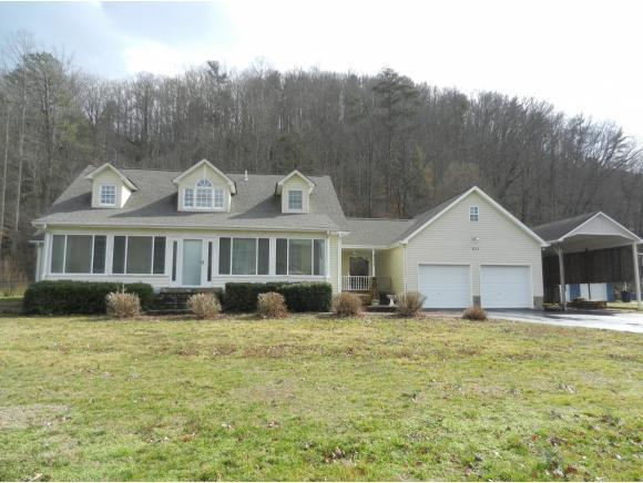 823 Deerfield Lane, Hampton, TN 37658 (MLS #417627) :: Griffin Home Group