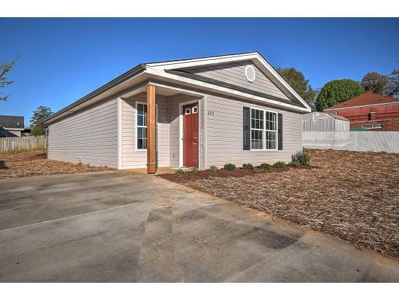 2215 Glenwood, Kingsport, TN 37664 (MLS #419914) :: Highlands Realty, Inc.