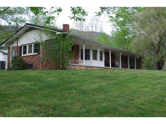 4913 Back Valley Rd, Big Stone Gap, VA 24219 (MLS #420266) :: Bridge Pointe Real Estate