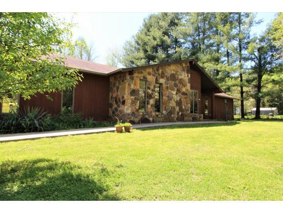 1049 Fall Creek Rd, Kingsport, TN 37664 (MLS #420311) :: Highlands Realty, Inc.