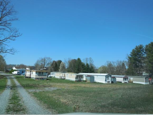 309 Fox Pvt Dr, Bluff City, TN 37618 (MLS #421204) :: Highlands Realty, Inc.
