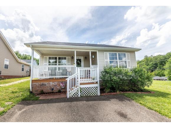 104 Saint James Place, Bristol, TN 37620 (MLS #421302) :: Highlands Realty, Inc.