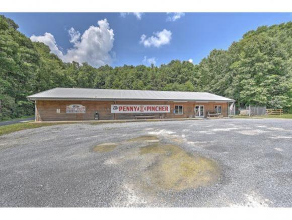 7050 Highway 19E #0, Roan Mountain, TN 37687 (MLS #421771) :: Highlands Realty, Inc.