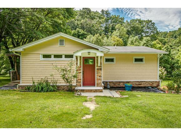 921 Emmett Road, Bristol, TN 37620 (MLS #423164) :: Highlands Realty, Inc.