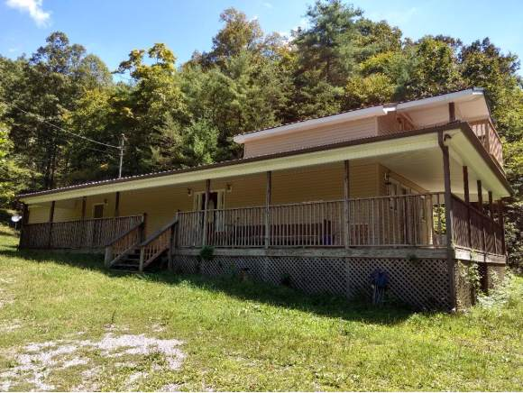 201 Old Oak Lane, Bluff City, TN 37618 (MLS #427398) :: Bridge Pointe Real Estate