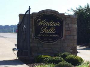 1104 Windsor Falls Pvt Ct, Kingsport, TN 37664 (MLS #9920393) :: The Lusk Team