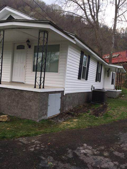 623 6th Avenue, Big Stone Gap, VA 24219 (MLS #9920753) :: Highlands Realty, Inc.