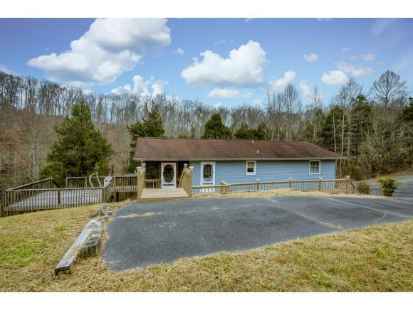 384 Hideaway Farm Rd, Piney Flats, TN 37686 (MLS #400363) :: Highlands Realty, Inc.