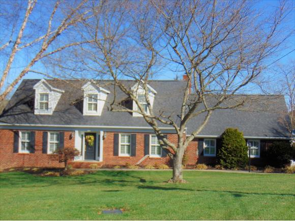 129 Kingfisher Court, Kingsport, TN 37663 (MLS #402990) :: Highlands Realty, Inc.