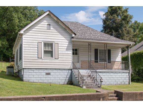 705 Norfolk Avenue, Bristol, VA 24201 (MLS #403222) :: Griffin Home Group