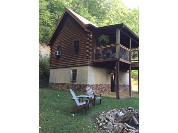 224 Black Bear Ridge Road, Roan Mountain, TN 37687 (MLS #403776) :: Highlands Realty, Inc.