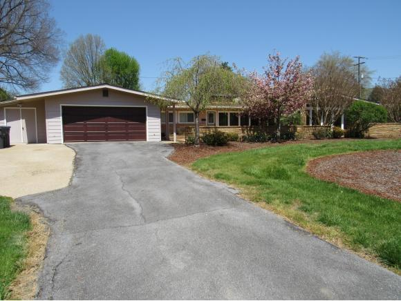 2008 Pendragon Rd, Kingsport, TN 37660 (MLS #405285) :: Highlands Realty, Inc.