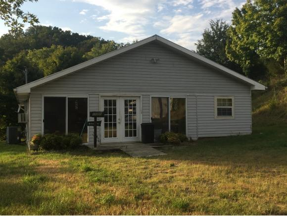 1050 Roaring Fork Rd, Greeneville, TN 37745 (MLS #412812) :: Griffin Home Group