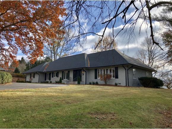 20 Fairway Drive, Bristol, TN 37620 (MLS #415280) :: Griffin Home Group