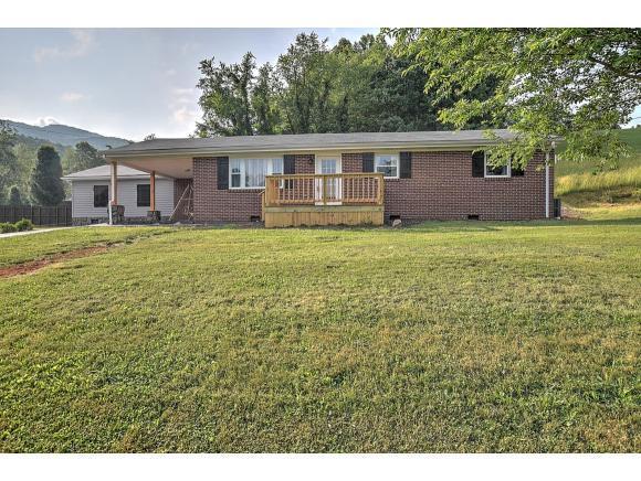 690 Dry Hollow, Elizabethton, TN 37643 (MLS #422848) :: Bridge Pointe Real Estate