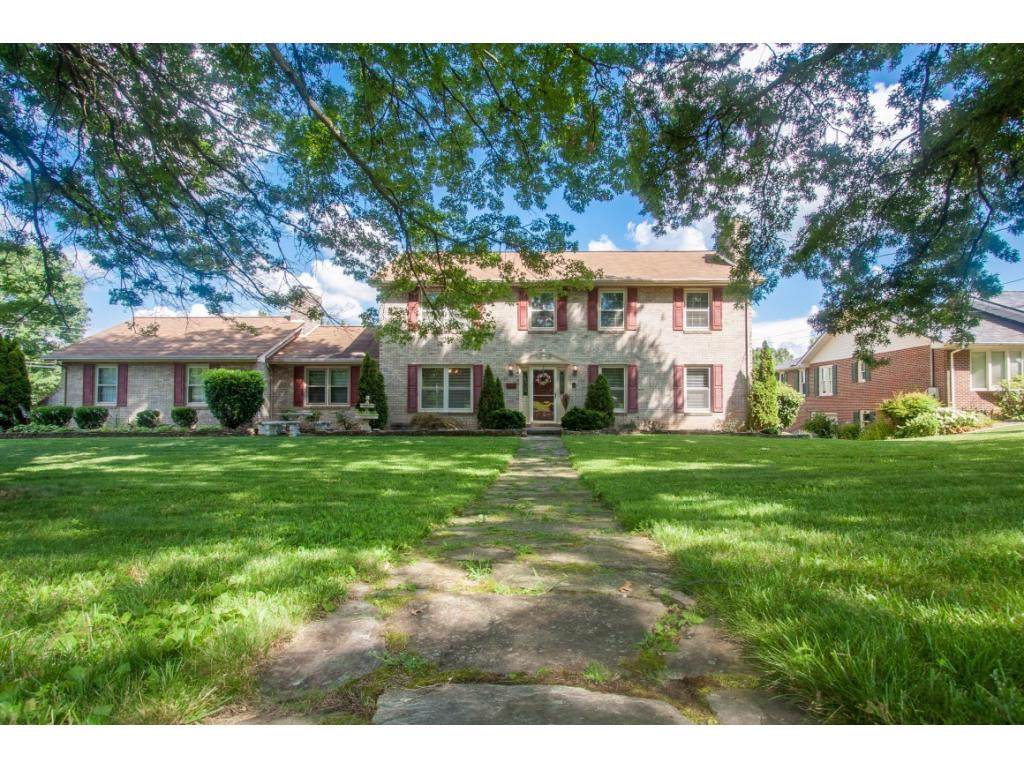 701 Sharon Drive, Johnson City, TN 37604 (MLS #423088) :: Bridge Pointe Real Estate