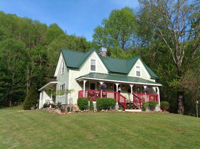 684 Hampton Creek Road, Roan Mountain, TN 37687 (MLS #9921632) :: Red Door Agency, LLC