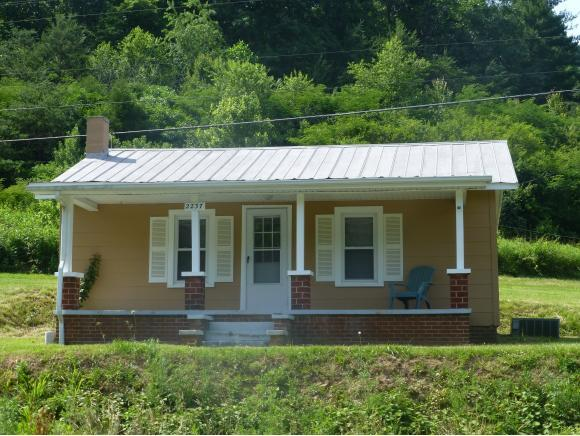 2237 A.P. Carter Highway, Hiltons, VA 24251 (MLS #399835) :: Highlands Realty, Inc.