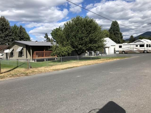 610 W Court St, CHEWELAH, WA 99109 (#38839) :: The Spokane Home Guy Group
