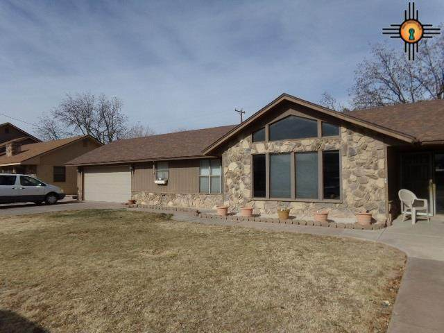 2202 W Centre Ave, Artesia, NM 88210 (MLS #20210330) :: Rafter Cross Realty