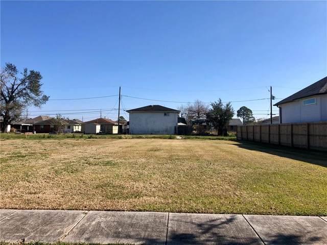 1811 Center Street, Arabi, LA 70032 (MLS #2282378) :: Nola Northshore Real Estate
