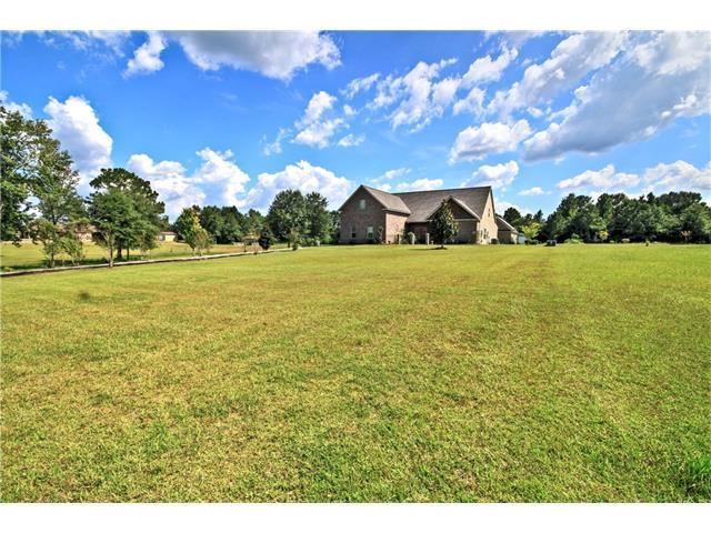 633 Tartan Trace, Covington, LA 70435 (MLS #2073552) :: Turner Real Estate Group