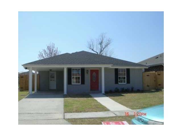 8532 Creole Drive, Chalmette, LA 70043 (MLS #2111514) :: Amanda Miller Realty