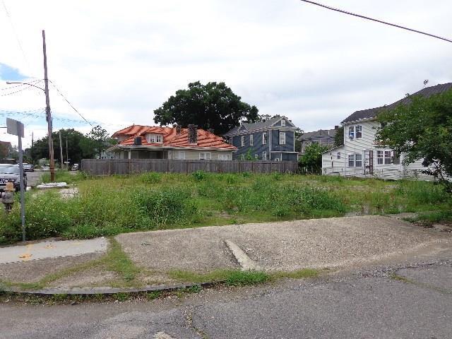 1900 Amelia Street, New Orleans, LA 70115 (MLS #2111709) :: Crescent City Living LLC