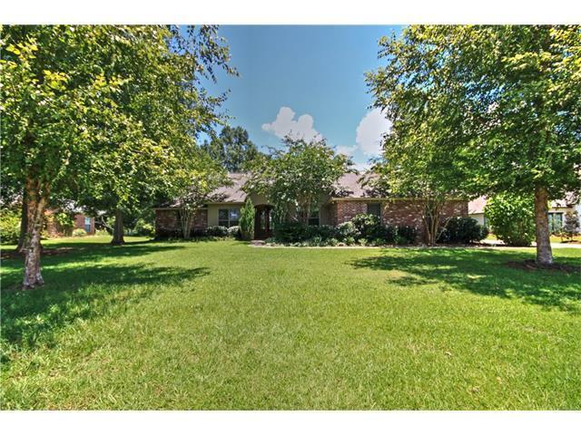765 Plantation Drive, Abita Springs, LA 70420 (MLS #2113081) :: Turner Real Estate Group