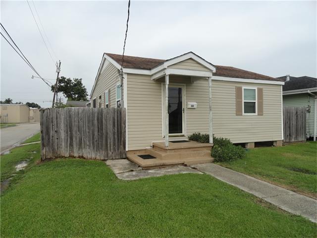 1901 Stafford Street, Gretna, LA 70053 (MLS #2115733) :: Crescent City Living LLC