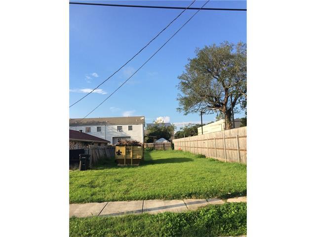 4629 Willow Street, New Orleans, LA 70115 (MLS #2127887) :: Crescent City Living LLC
