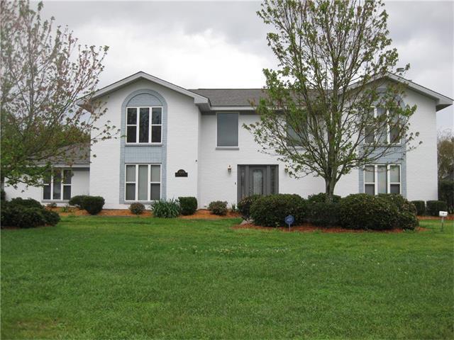 3641 E Lake Aspen Drive, Gretna, LA 70056 (MLS #2130729) :: Turner Real Estate Group