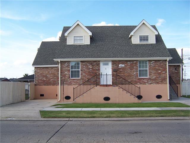 701 W Genie Street, Chalmette, LA 70043 (MLS #2134394) :: The Robin Group of Keller Williams