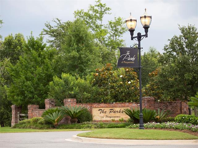 117 Oak Park Court, Belle Chasse, LA 70037 (MLS #2138968) :: Crescent City Living LLC