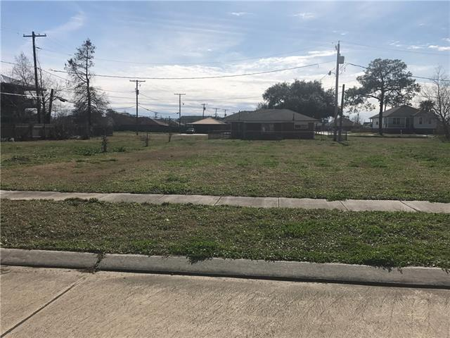 420 Bear Drive, Arabi, LA 70032 (MLS #2141177) :: Crescent City Living LLC