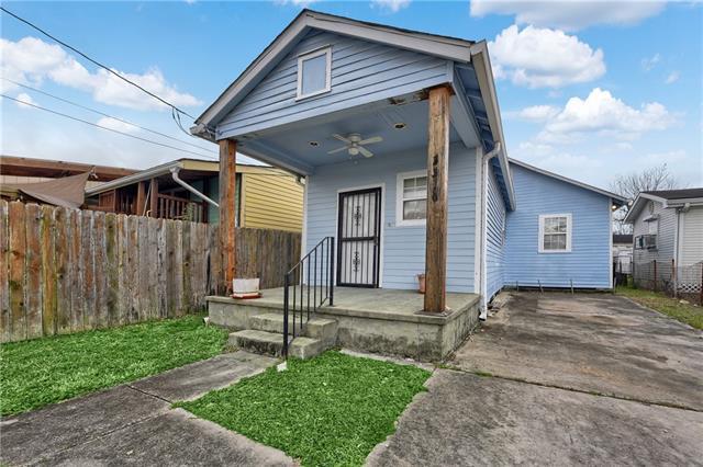 3316 Mistletoe Street, New Orleans, LA 70118 (MLS #2141847) :: The Robin Group of Keller Williams