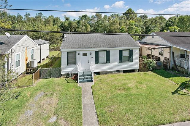 523 Center Street, Arabi, LA 70032 (MLS #2141998) :: The Robin Group of Keller Williams