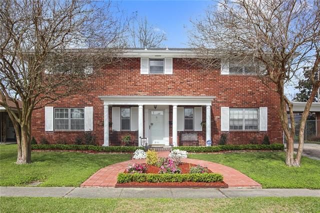 211 Linda Court, Gretna, LA 70053 (MLS #2142796) :: Crescent City Living LLC