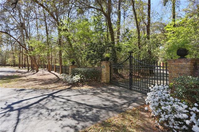 500 Live Oak Street, Mandeville, LA 70448 (MLS #2144324) :: Turner Real Estate Group
