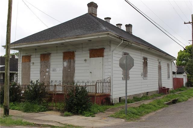 5302 Dauphine Street, New Orleans, LA 70117 (MLS #2146925) :: Amanda Miller Realty