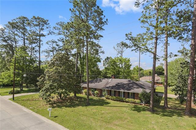 202 Country Club Boulevard, Slidell, LA 70458 (MLS #2152146) :: The Robin Group of Keller Williams