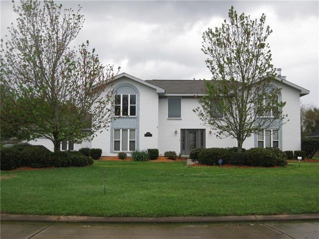 3641 E Lake Aspen Drive, Gretna, LA 70056 (MLS #2153557) :: Crescent City Living LLC