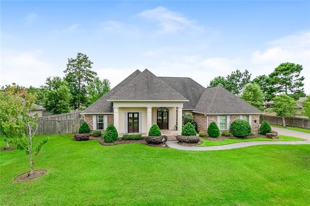 746 Place Saint Etienne Place, Covington, LA 70433 (MLS #2160728) :: Crescent City Living LLC