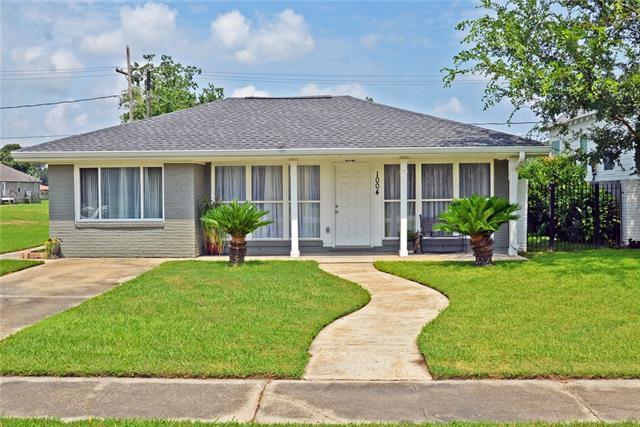 1004 Cougar Drive, Arabi, LA 70032 (MLS #2166193) :: Crescent City Living LLC