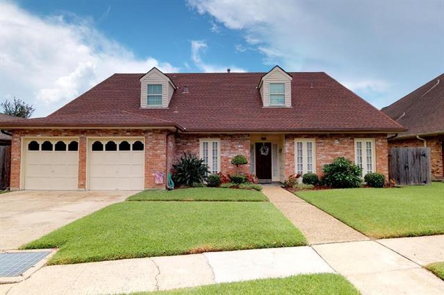 7401 Stoneleigh Drive, Harahan, LA 70123 (MLS #2168764) :: Crescent City Living LLC