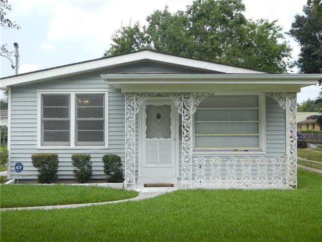 1047 Hawkins Street, Gretna, LA 70053 (MLS #2170627) :: Crescent City Living LLC