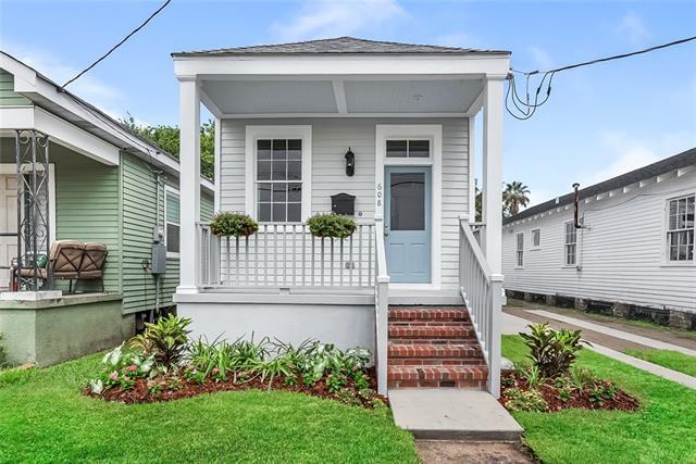 608 Madison Street, Gretna, LA 70053 (MLS #2171087) :: Crescent City Living LLC