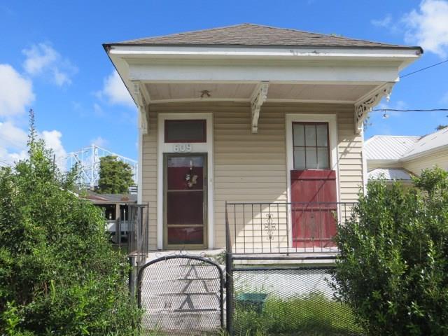 609 Rupp Street, Gretna, LA 70053 (MLS #2172959) :: Parkway Realty