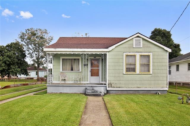 815 Avenue F Avenue, Westwego, LA 70094 (MLS #2174689) :: Crescent City Living LLC